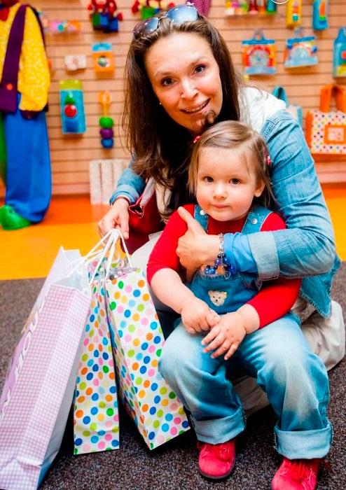 Марина решилась родить дочку Машу в 42 года. /Фото: ivi.ru