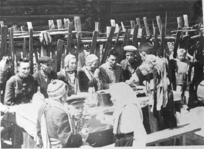 Многие свадебные традиции с минимальными изменениями были живы даже спустя 40 лет после коммунистической революции.