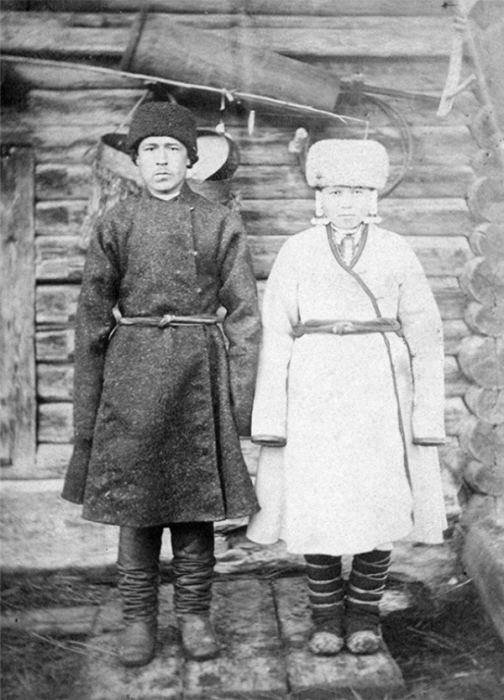 Во времена, когда создавались эти фотографии, мальчики женились в возрасте 15-лет, а девочки готовы были идти под венец с 13-летнего возраста.