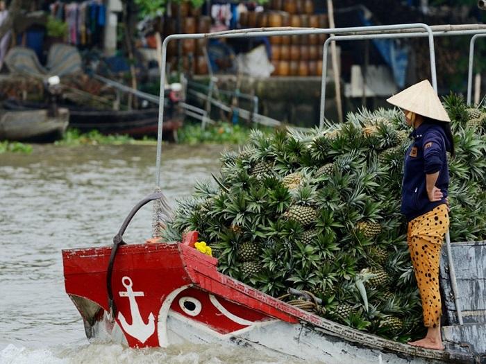 Крупнейший рынок для реализации фруктов и овощей оптом в дельте реки Меконг.