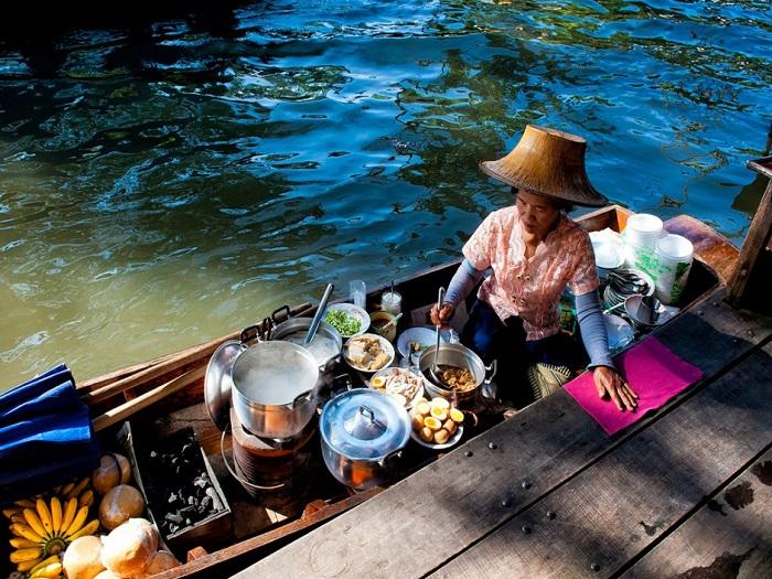 Большая часть товаров продается для удовлетворения туристов.