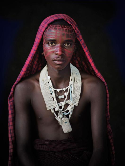 Очень популярны всевозможные бисерные украшения на руках и шее.