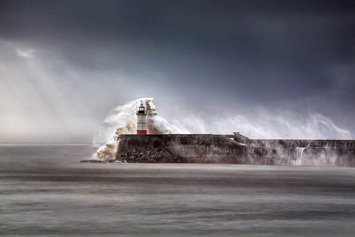 Порт Ньюхейвен находится на южном побережье Великобритании, в графстве Восточный Сассекс, в устье реки Уз.
