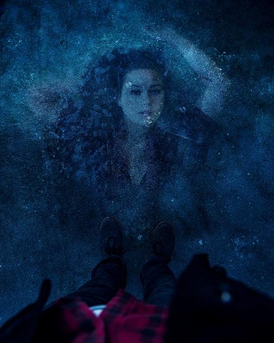 Гуляя по скованным льдом старым водоемам можно совершенно случайно встретиться с обворожительной девой из древних сказок.