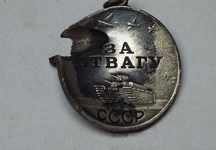 Медаль «За отвагу» учреждена Указом Президиума Верховного Совета СССР 17 октября 1938 года.
