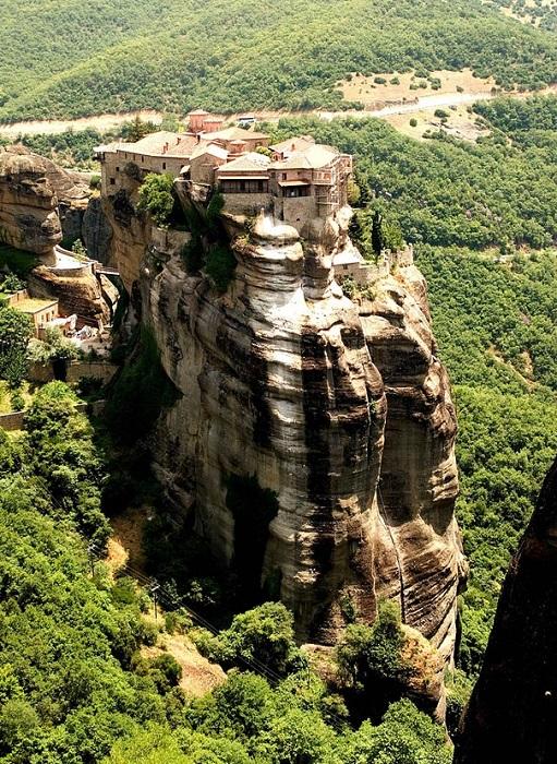 Монастыри Метеоры - одни из самых ярких достопримечательностей Греции.