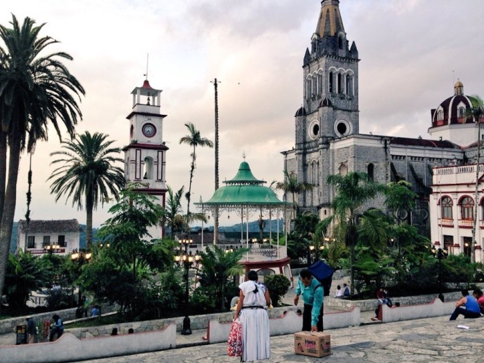 Город, окруженный водопадами, пещерами, джунглями и кофейными плантациями, славится богатыми ремесленными рынками и архитектурными памятниками.