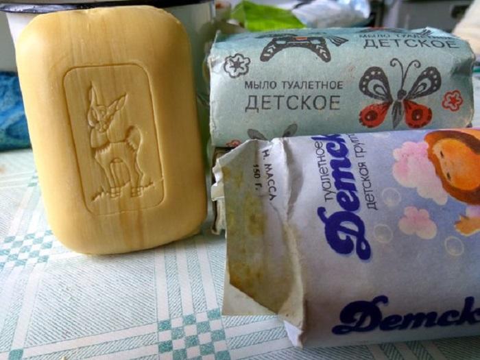Специальное детское мыло, которое не содержало ни химических веществ, ни парфюмерных добавок.