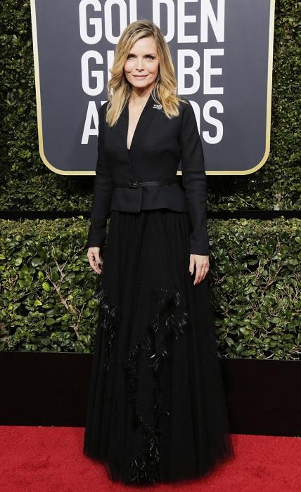 Обольстительная голливудская блондинка Мишель Пфайффер в костюме Christian Dior Couture. /Фото: love2beauty.ru