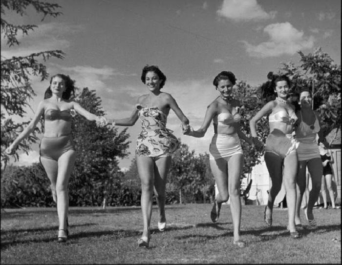 Вместе с другими девушками-участницами София попыталась выиграть корону победительницы.