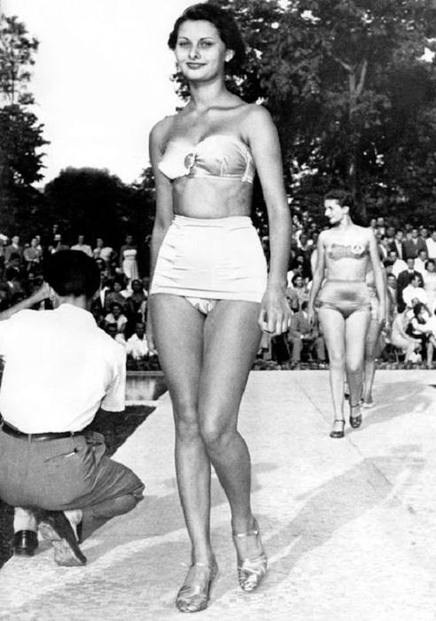 Софи Лорен смогла стать не только знаменитой актрисой, но и иконой стиля, которая воплотила в себе итальянскую элегантность и шик.