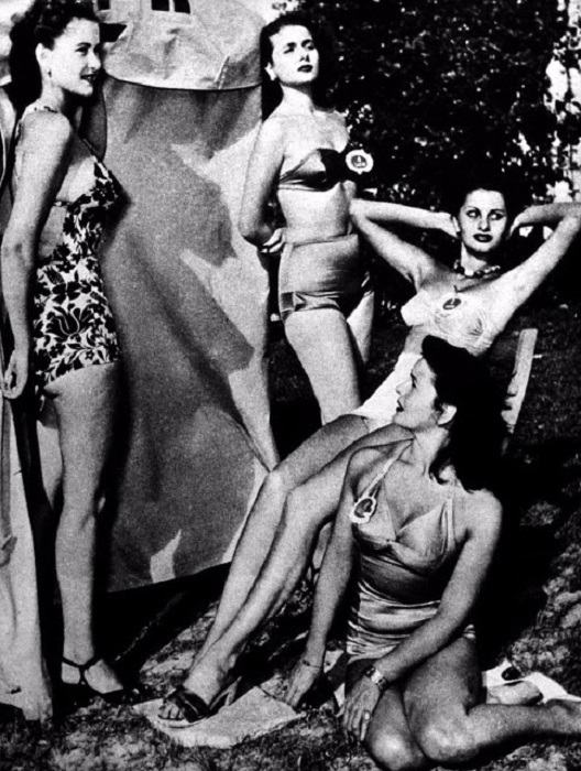 Уже тогда очаровательная юная красавица привлекала внимание окружающих своей фигурой и пленительным взглядом.