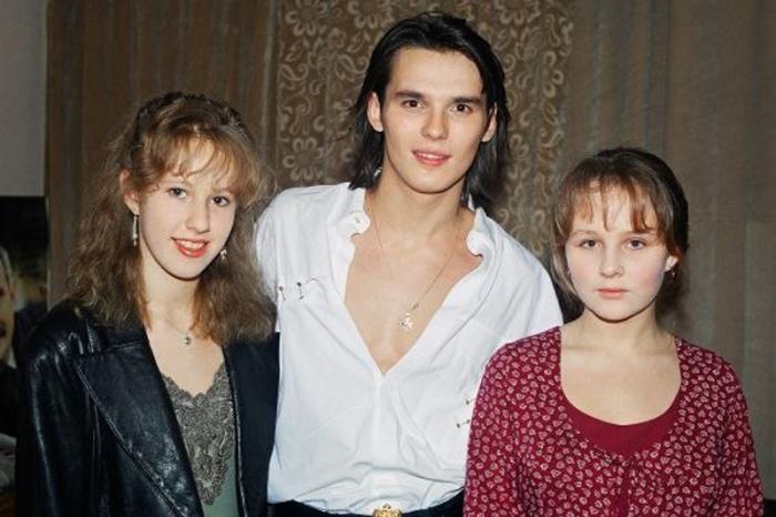 В юности Ксения была поклонницей Орфея 90-х, как называли молодого романтического певца Влада Сташевского.