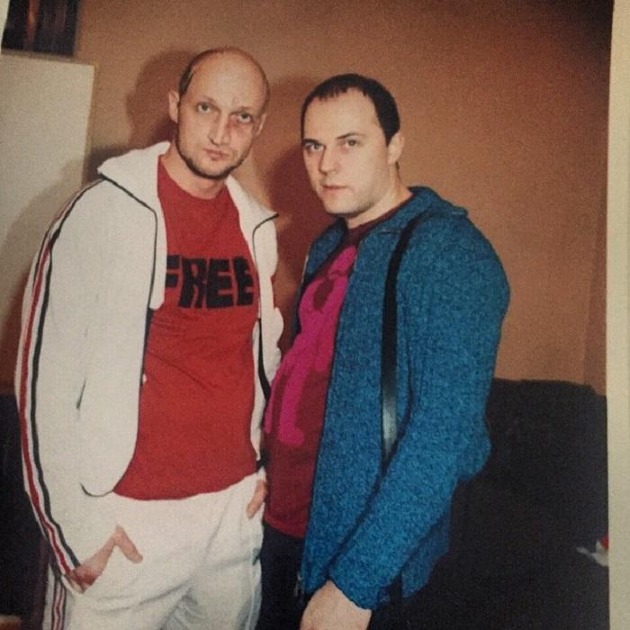 В 1990-х Куценко – «четкий парень» со всеми соответствующими признаками, такими как спортивный костюм и «фингал» под глазом.