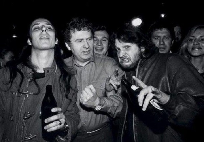 Александр «Чача» Иванов («НАИВ»), 46-летний политик, Александр Минаев и Валерий Ефремов (барабанщик «Машины времени») в 1992 году