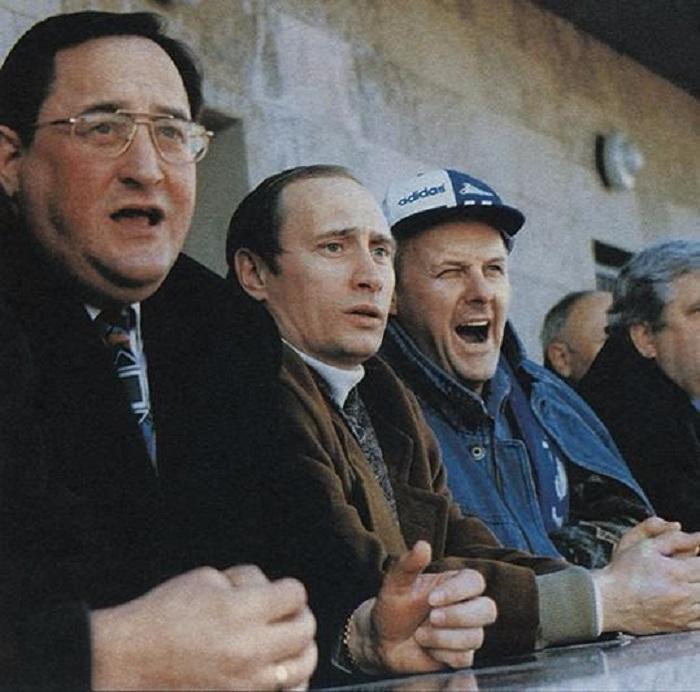 Скромные болельщики на матче футбольного клуба «Зенит».
