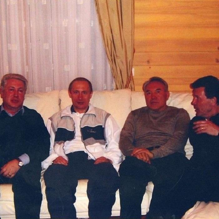Уютные посиделки хороших друзей - певцов и политиков.
