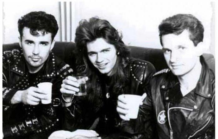 Группа «Кар-мэн» и молодой Маликов в кожаных рокерских куртках.