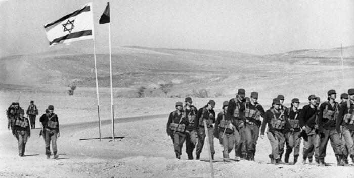Отличием израильской армии от многих других  является то, что  женщины в являются военнообязанными и большинство из них проходят службу.