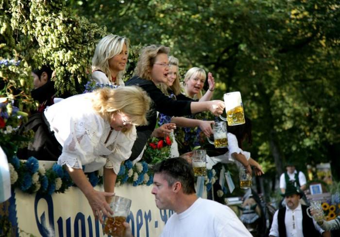 Фестиваль занесен в книгу Рекордов Гиннеса как самый большой в мире праздник.