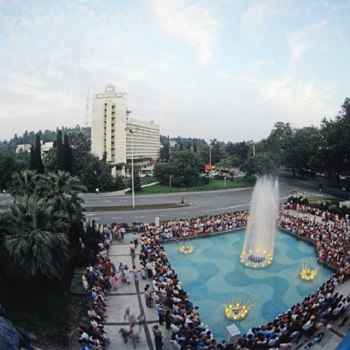 Поющие фонтаны - один из самых прекрасных достопримечательностей Сочи.