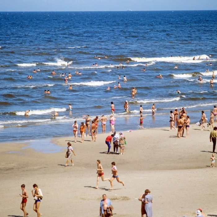 Все пляжи Юрмалы славятся белоснежным кварцевым песком.