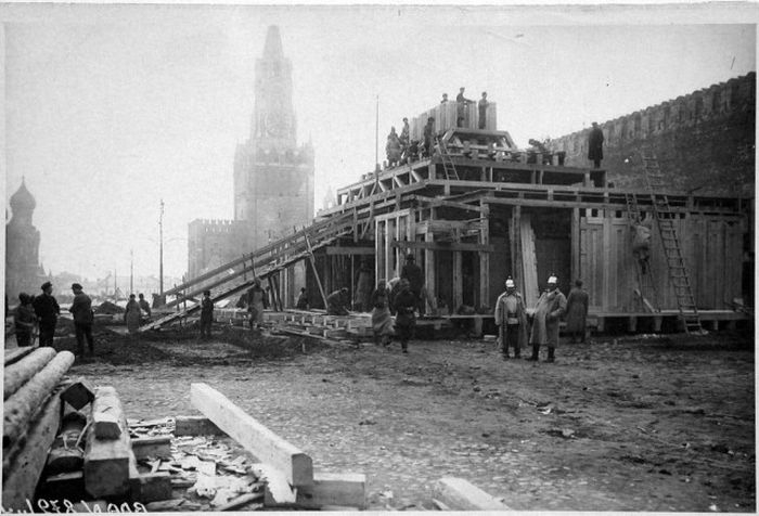 Стройка государственной важности - Фото 1924 г. Начало сооружения первого мавзолея.