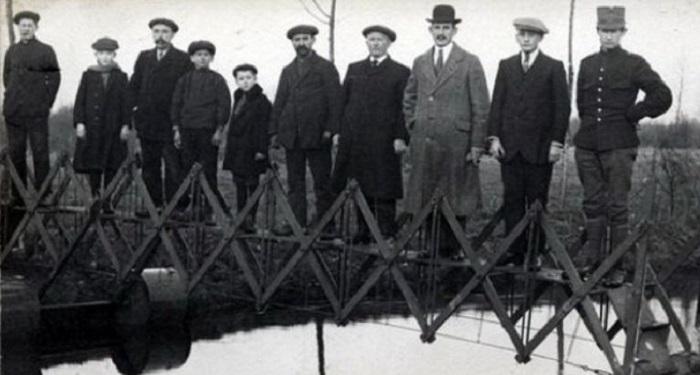Складной мост для чрезвычайных ситуаций, перевозится на тележке, (Нидерланды, 1926 год).