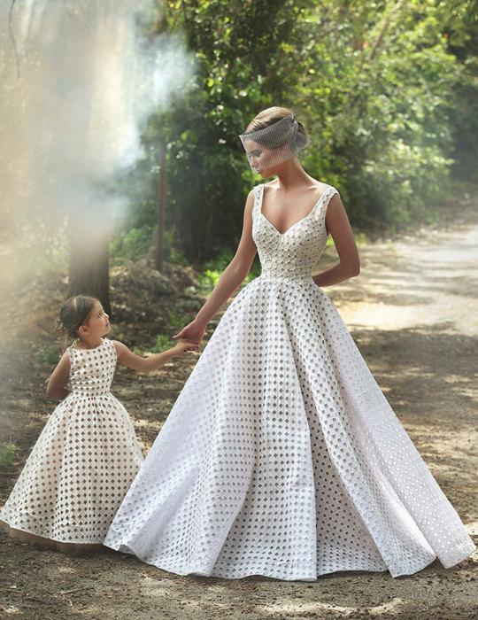 Мама передает дочери собственные вкусы и предпочтения.