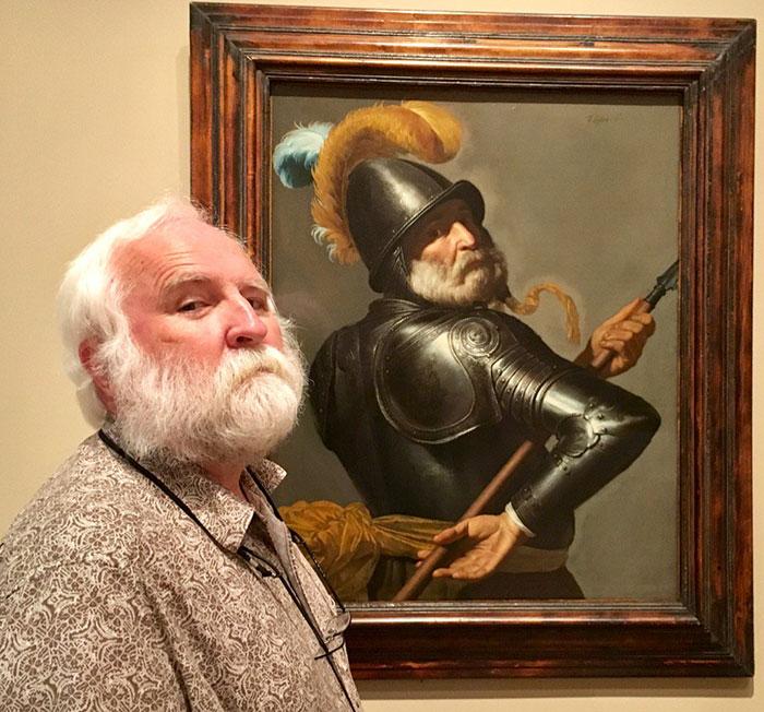 Просто поразительное сходство, хотя картина с воином была написана еще в XVII веке.