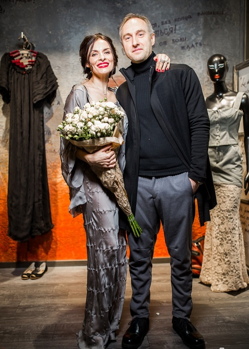 Экс-участница группы «ВИА гра» тайно вышла замуж за генерального директора «Мелон Фэшн Груп», с которым была в отношениях на протяжении 3-х лет.