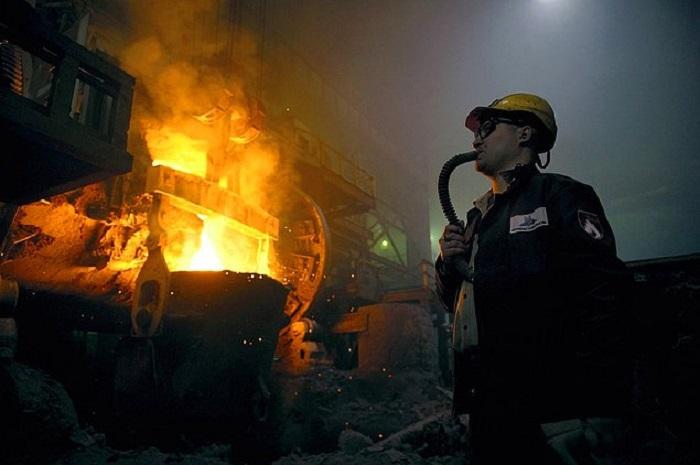 На многочисленных рудниках и шахтах, фабриках и заводах получают большую часть мирового производства металлов.