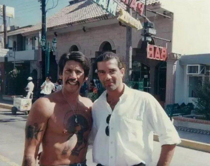 Дэнни Трехо, сыгравший в фильме Навахаса, и Антонио Бандерас – он же Музыкант – на съемках американо-мексиканского фильма.