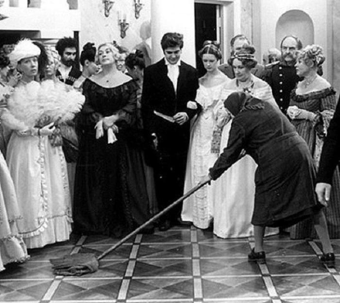 Один из рабочих моментов на съемках пятисерийного фильма по одноименной поэме Н. В. Гоголя.