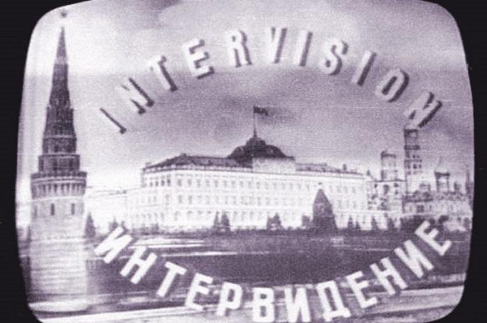 Эта заставка сменялась новогодним поздравлением советскому народу.