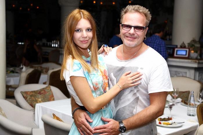 Одна из самых красивых пар российского шоу-бизнеса официально оформила свои отношения после 5-ти лет совместной жизни.