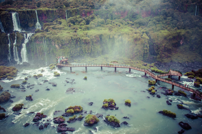 Национальный парк известен великолепным водопадом, расположен частично в Бразилии и частично в Аргентине.
