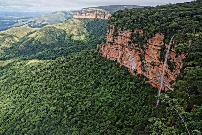 Название происходит от бразильского слова «чапада» - плоскогорье, парк известен своими археологическими памятниками, в том числе некоторыми ранними наскальными рисунками.