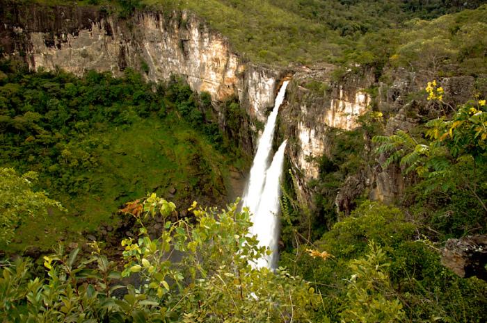 Этот парк отличается своими отвесными кварцевыми скалами и большим количеством водопадов.