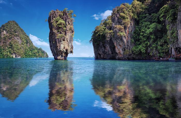 Морской парк включает в себя залив 42 карстовых островов, с несколькими прекрасными пляжами, живописными известняковыми скалами, пещерами и лагунами.