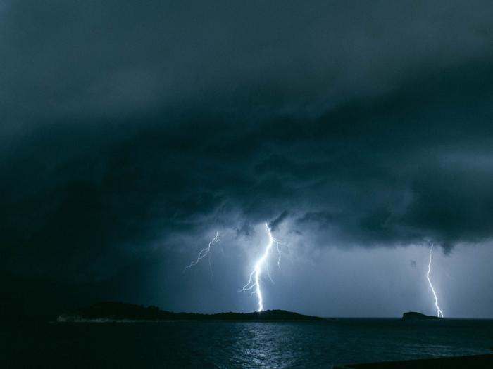 Наблюдая за штормом. Автор фотографии: Nostalgic Witness.
