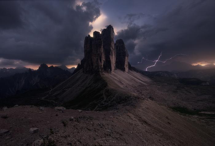 Молния в горах. Автор фотографии: Тэд Гор.