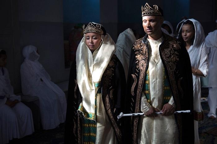 Одеяние невесты должно сочетаться с костюмом жениха.