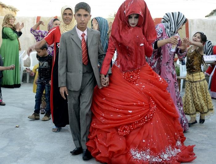 Традиционные иракские невесты устанавливают рекорд по количеству переодеваний. Каждое из семи платьев разного цвета радуги. Красный символизирует любовь и романтику.