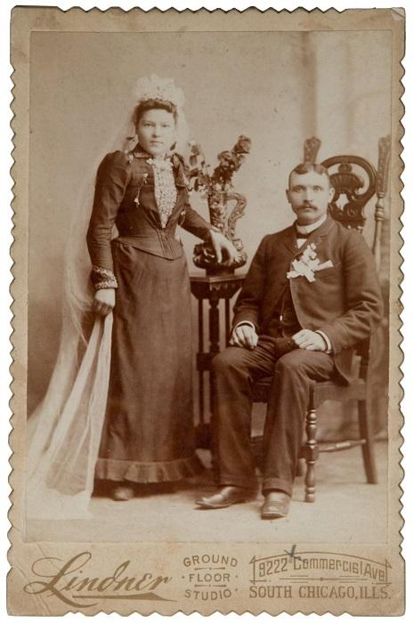 В 19-ом веке американские невесты наряжались в то платье, которое считали лучшим в своём гардеробе, а белую ткань невозможно было очистить вручную, поэтому её могла позволить себе лишь богатая прослойка.