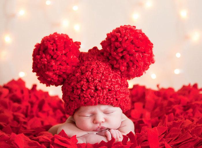 Первый яркий момент из жизни новорожденного.