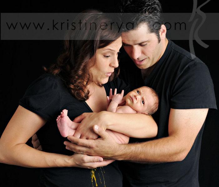 Малыш, немножко разнообразил семейное фото.