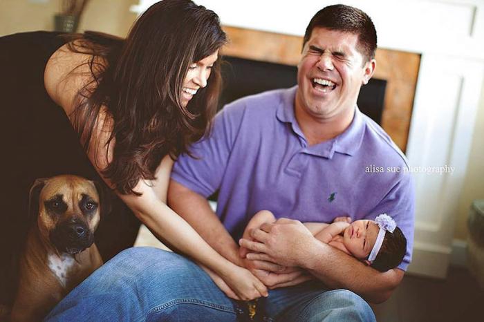 Фотосессия с малышом для молодых родителей оказалась немножко сложнее, чем они себе это представляли.