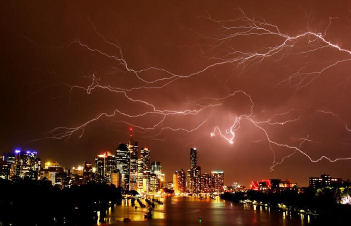 Именно так выглядело ночное небо Австралии во время грома.