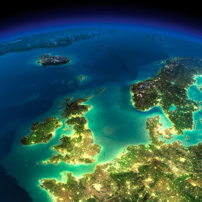 Полёт над спящим Соединённым королевством и Северным морем.